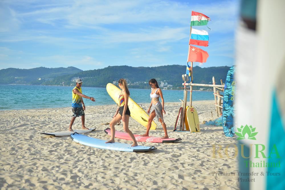 パトンビーチでサーフィンレッスンを受けながらローカルサポートを!